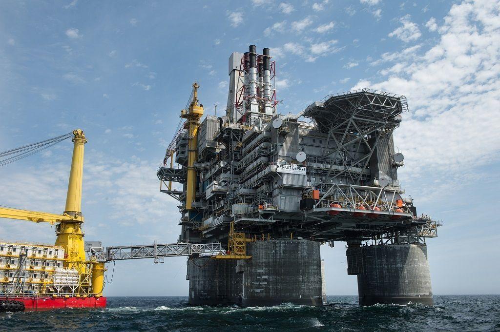 EE.UU. anuncia sanciones a Rosneft por su apoyo a Maduro.