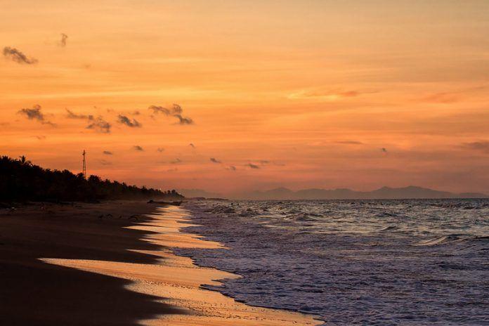 Atardecer en Istmo Caribe, Boca de Uchire