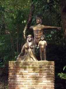 Monumento al Indio en la Entrada al Parque Nacional Chorro El Indio