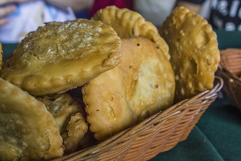 Unos deliciosos pastelitos andinos son lo mejor después de un paseo a la laguna