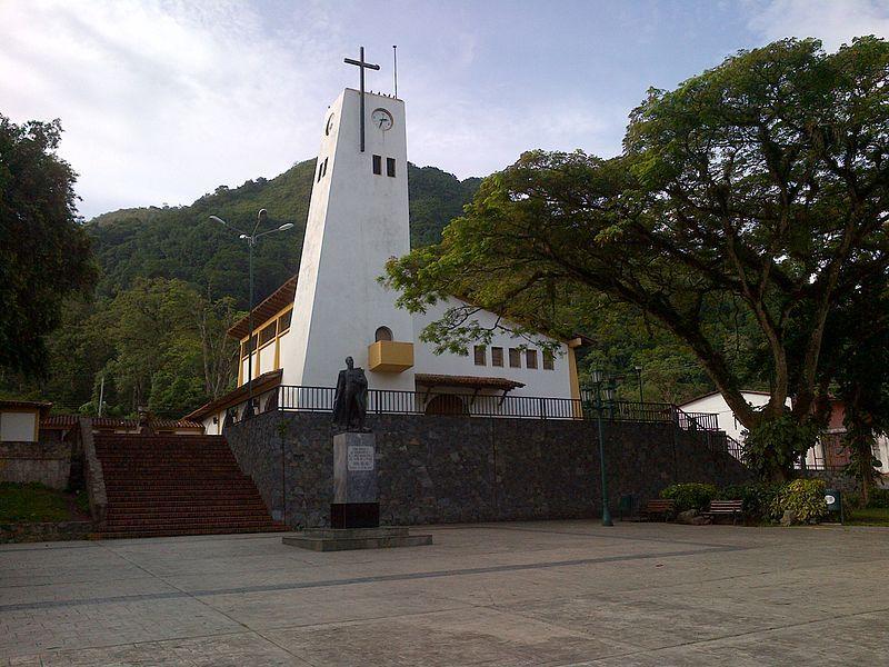 Iglesia del Santo Ángel Custodio y Plaza Bolívar de Caripe