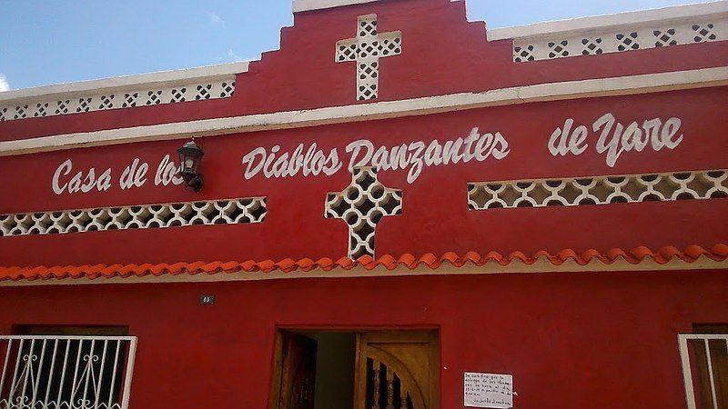 Fachada de la Casa de los Diablos Danzantes de Yare