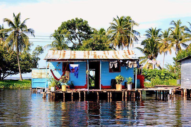 Palafito en el sur del Lago de Maracaibo