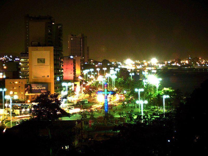 Puerto La Cruz de noche