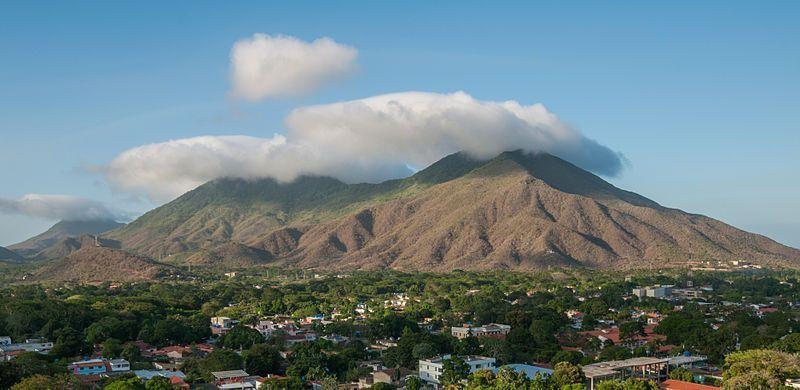 Panorámica de la población de La Asunción con el Cerro de Matasiete