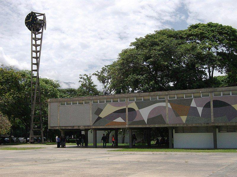 Plaza del Rectorado UCV, diseño de Carlos Raúl Villanueva